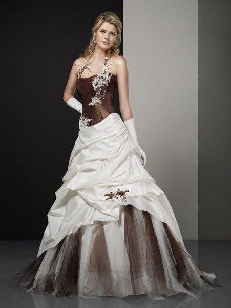 Robes de mariée couleur ivoire et chocolat