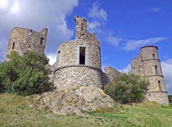 Le château de Grimaud 53a43ce8